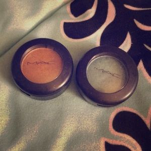 2 Mac eyeshadow singles in Steamy and Amber Lights